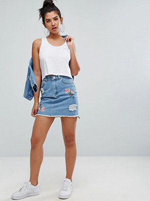 Chorus Floral Embroidery Distressed Denim Skirt