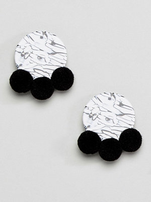 ASOS örhängen DESIGN mono resin pom pom earrings