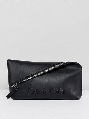 Calvin Klein kuvertväska Foldover Over Embossed Logo Clutch