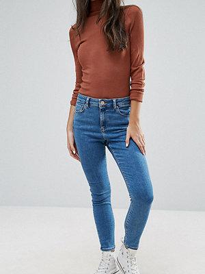 ASOS Petite Ridley ljustvättade skinny jeans med hög midja Liljeblå tvätt