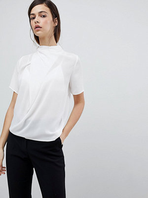 ASOS DESIGN T-shirt med hög hals och draperad detalj Elfenben