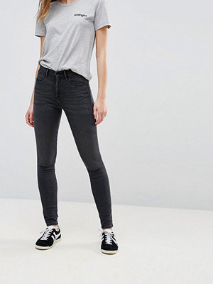 Wrangler Smala jeans med hög skärning Stentvättad toning
