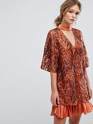 Three Floor Embroidered Shift Dress With Kimono Sleeve