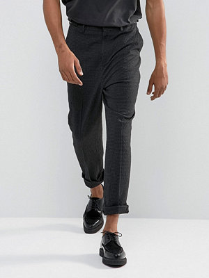 ASOS Relaxed Tapered Trousers In Charcoal Seersucker With Waist Buckles
