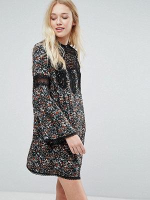 Liquorish Floral Smock Dress With Lace Inserts - Print