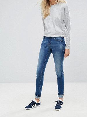 Blend She Bright Blush Jeans med extra smal passform Med blue denim