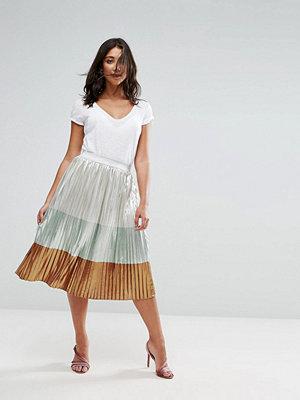 Liquorish Metallic Pleated Midi Skirt
