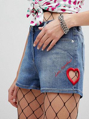 Love Moschino Ikoniska jeansshorts med broderier 186c