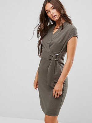 Liquorish Cap Sleeve Dress With D-Ring And Attached Belt - Olive