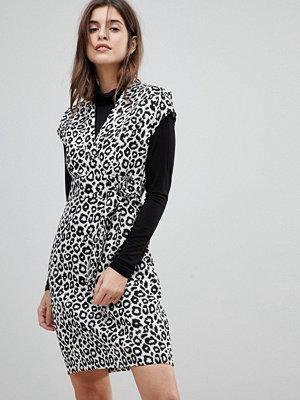 Liquorish Cap Sleeve Animal Print Dress With D-Ring And Attached Belt - Animal