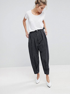 ASOS Balloon Leg Jeans In Mono Stripe With Twisted Seam Detail - Mono stripe