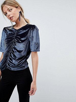 ASOS DESIGN T-shirt i sammet med ryschade och puffade ärmar Kolfärgad