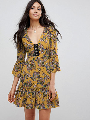 Parisian Floral Dress With Hook And Eye Detail - Mustard