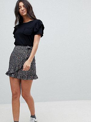 Glamorous Tall Mini Wrap Skirt In Spot Floral Print