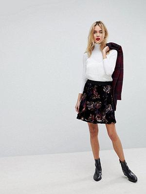 Vero Moda Bold Floral Print Skater Skirt - Black