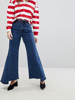 Evidnt Jeans med vida ben och ojämn fåll Weho