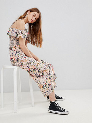 Glamorous Blommig jumpsuit med volang Pink ditsy