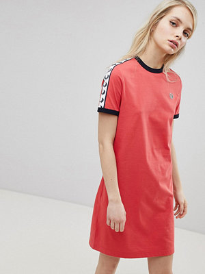 Fred Perry Logo Tape Ringer T-Shirt Dress - 329 chrysanthemum