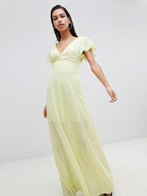 PrettyLittleThing Angel Sleeve Maxi Dress