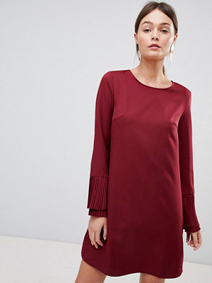 Parisian Shift Dress With Flare Sleeve - Wine