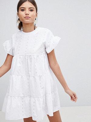 PrettyLittleThing Broderie Smock Dress