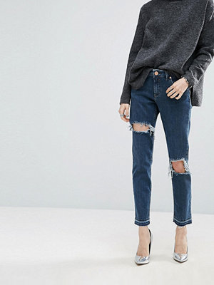 ASOS KIMMI Shrunken Boyfriend Jeans In Rachel Dark Stonewash with Rips and Let-Down Hem - Darkwash blue