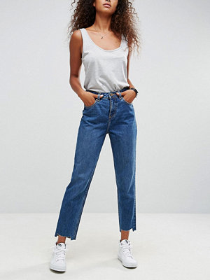ASOS ORIGINAL MOM Jeans in Haillie Wash With Stepped Hem - Niah mid wash