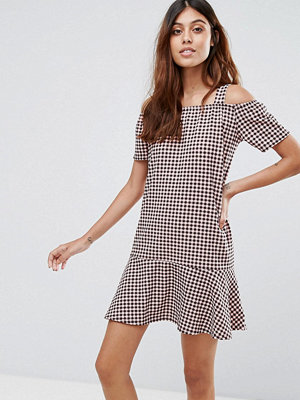 Daisy Street Gingham Dress With Cold Shoulder And Ruffle Hem - Pink/black