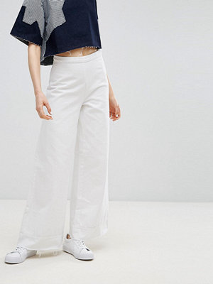 Wåven Nella Wide Flared Jeans with Raw Hem