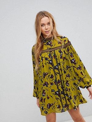 Liquorish Floral Print Shift Dress With Lace Detail - Mustard