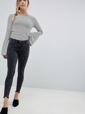 Parisian Strassprydda jeans med råskuren kant och extra smal passform Kolfärgad