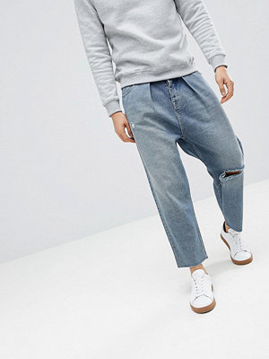 ASOS DESIGN Barrel Jeans In Mid Wash Blue With Rips