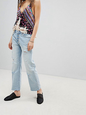 ... Free People Rolling On The River Slitna jeans med korta raka ben Lt  denim 54b4959b9be33
