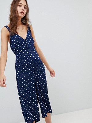 Glamorous Jumpsuit med prickigt mönster med avslappnad passform och knappar framtill Marinblå