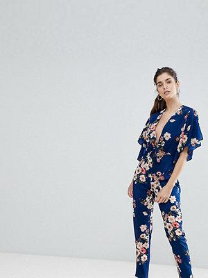 Boohoo Blommig jumpsuit med öppen rygg och knytning framtill