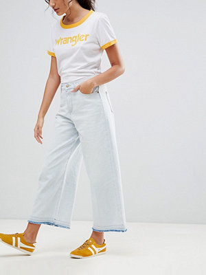 Wrangler Beskurna jeans med vida ben Aruba white