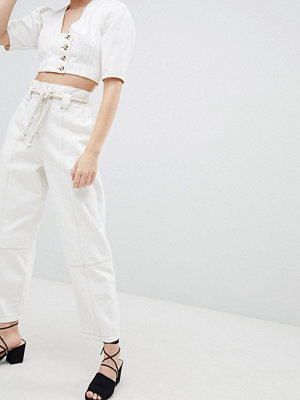 ASOS DESIGN Paper Bag Waist Boyfriend Jeans With Rope Belt In White With Contrast Stitch