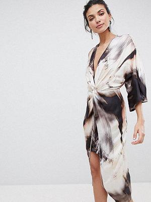Asos Tall ASOS DESIGN Tall midi kimono dress in abstract print