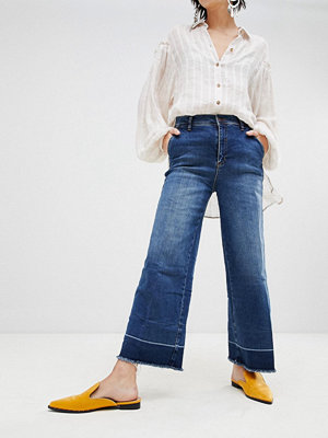 Free People Vintage Ofållade utsvängda jeans