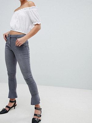 Parisian Skinny jeans med utsvängd nederkant