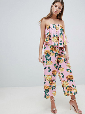 ASOS DESIGN Rosablommig jumpsuit i bandeaumodell med draperade detaljer Rosa blommigt