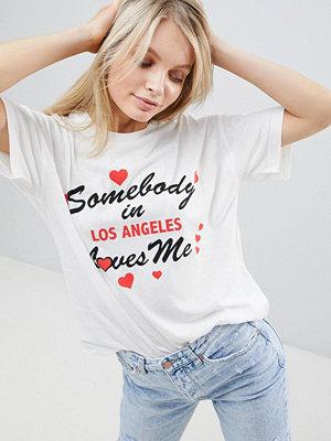 ASOS DESIGN Avslappnad t-shirt med Somebody loves me-tryck
