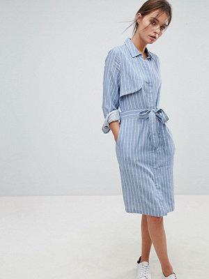Liquorish Pin Stripe Shirt Dress With Open Back - Blue