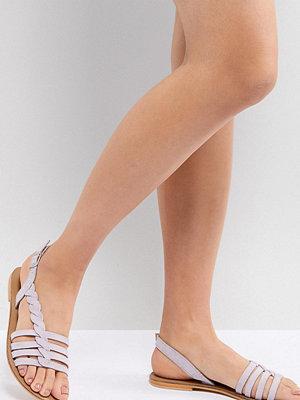 Sandaler & sandaletter - ASOS DESIGN Flattered Suede Plaited T-Bar Flat Sandals