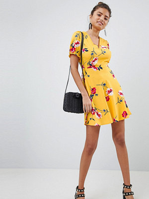 PrettyLittleThing Floral Lace Up Detail Dress