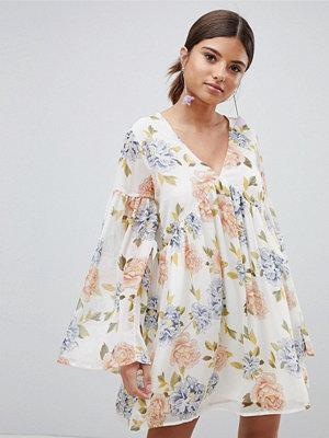 PrettyLittleThing Floral Smock Dress