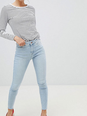 New Look Vanessa Super Skinny High Rise Frayed Hem Jean In Bleach Wash