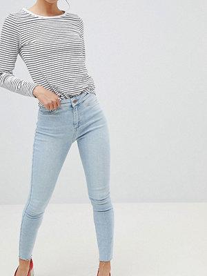New Look Vanessa Jeans i super skinny fit med hög midja och fransig fåll Blekt
