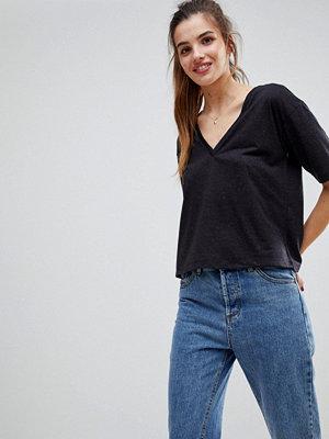 ASOS DESIGN T-shirt med v-ringning i linneblandning