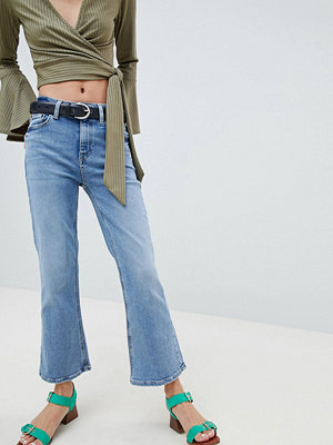New Look Crop Kick Flare in Vintage Wash Jean